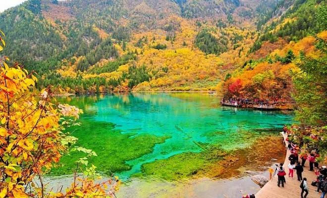 Kristal Turkuaz Gölü