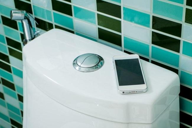 tuvalette telefon kullanmak