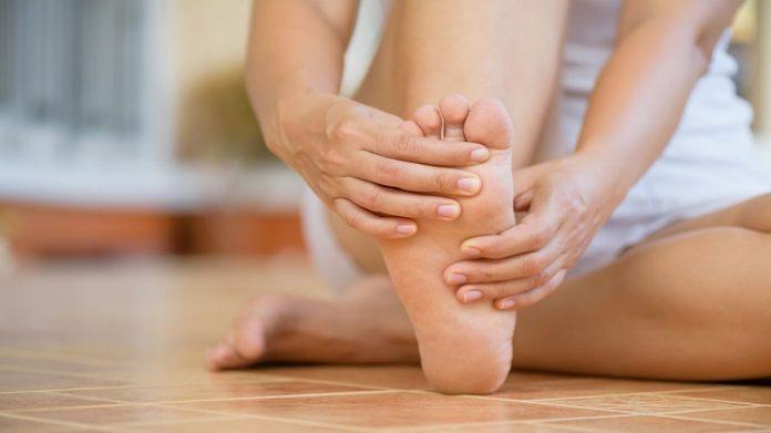 ayak parmaklarında kramp ve ağrı nedenleri